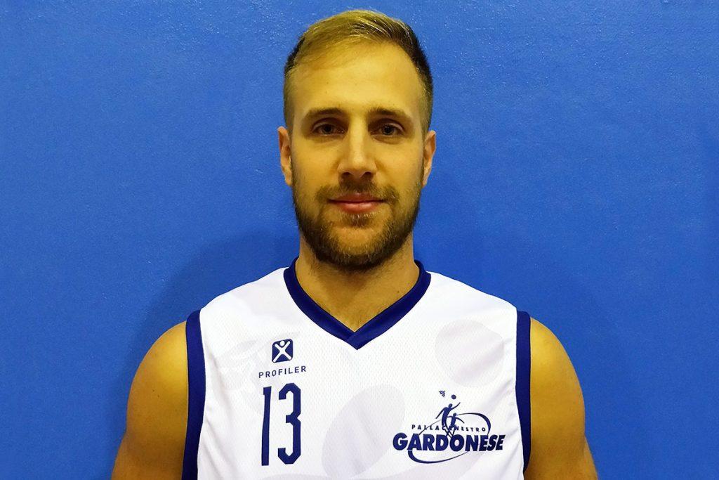 Primo piano del cestista Sandro Marelli
